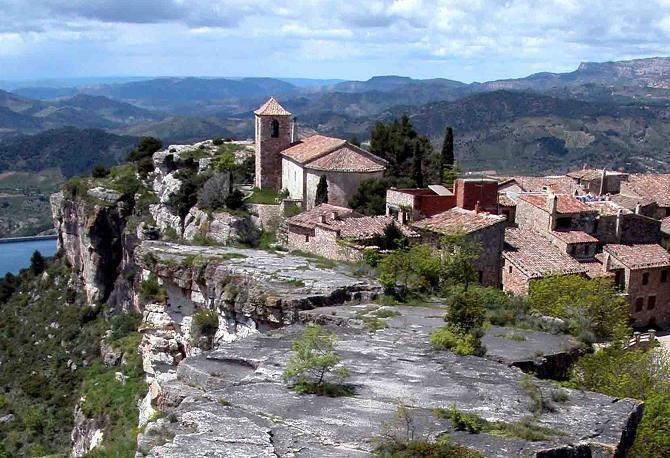 Èxit de les primeres visites guiades al castell musulmà de Siurana i al poble medieval